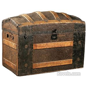Pin By Elisa Webster On Trunks And Treasure Chests Antique Trunk Wooden Trunks Old Trunks