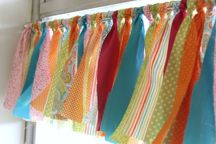 No Sew Table Skirt Tutorial - Differentiated Kindergarten...plan to make 3 valances for my classroom windows.
