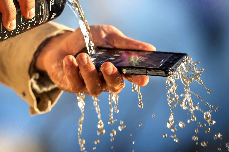 El smartphone resistente al agua Xperia Z es capaz de afrontar los retos de tu día a día.