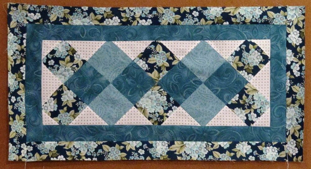 Happy New Year And A Free Table Runner Pattern Quilted Table Runners Patterns Table Runner Pattern Quilted Table Runners