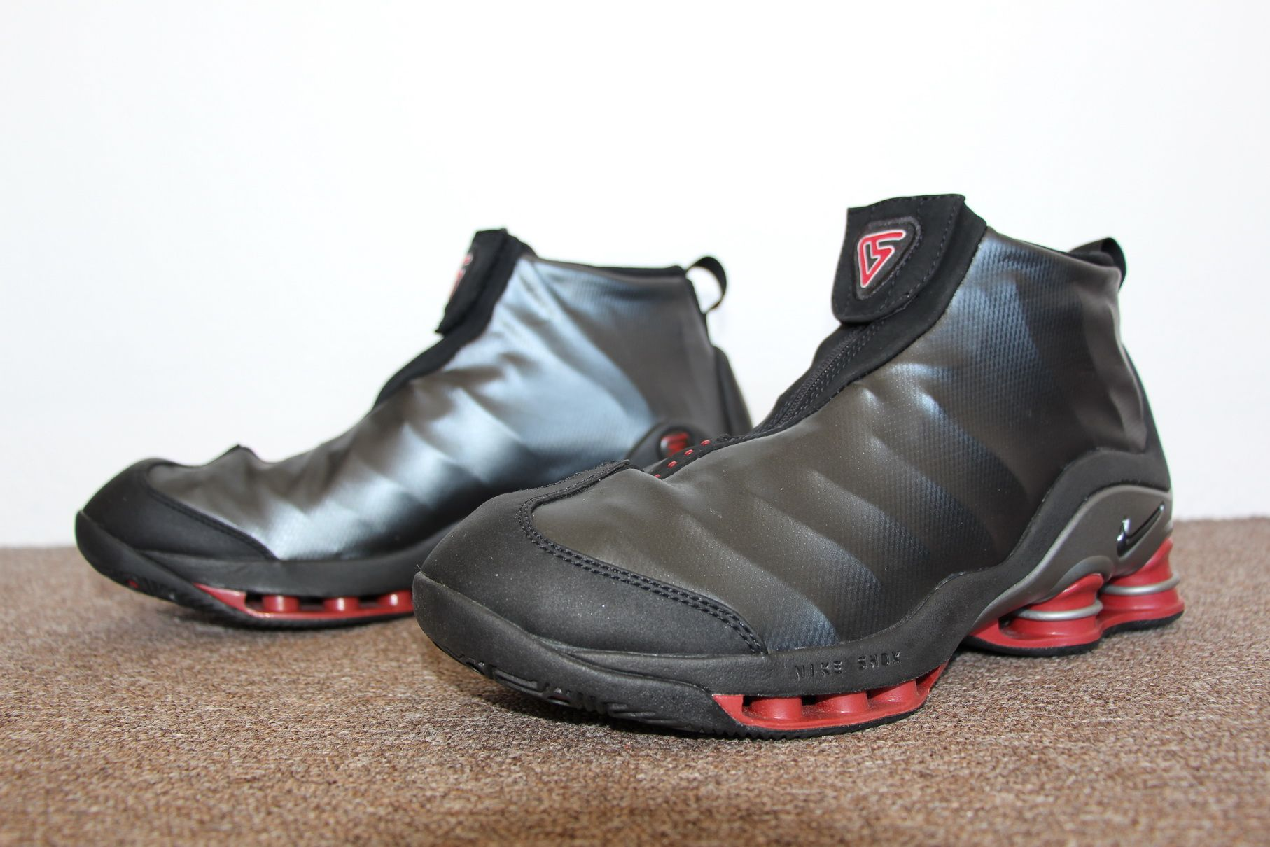 buy popular a160c dd666 Nike Shox Vince Carter 2001 (BlackVarsity Red – Metallic-Silver)