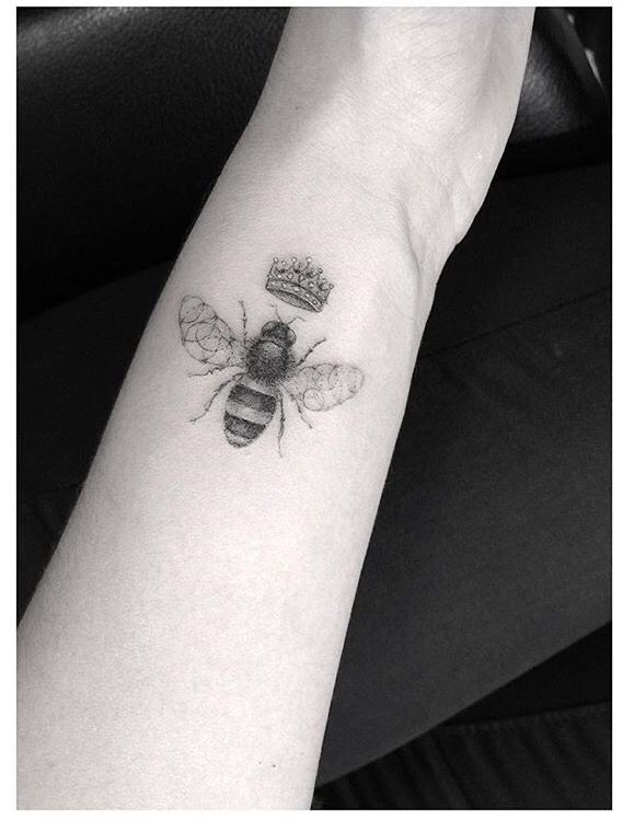 Bee Tattoo Dr Woo Bee Tattoo Body Art Tattoos Queen Bee Tattoo