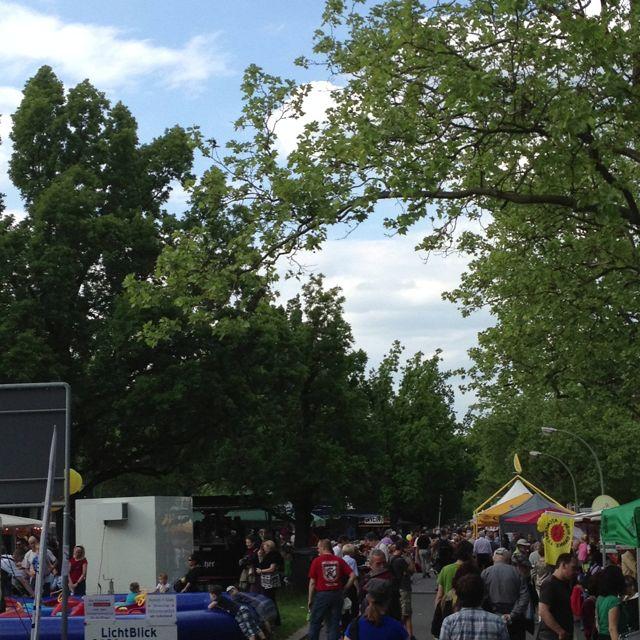 Heute und Morgen Frühlingsfest in der Preussenallee. Kinderfest und Kunstmarkt wirklich toll