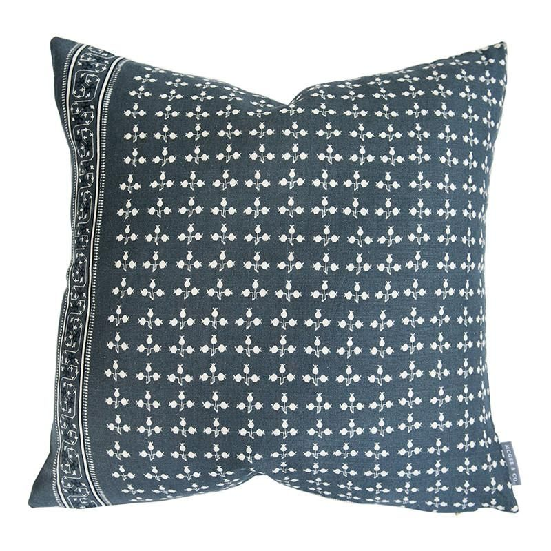 Sawyer Pillow Cover Blue & White / 12 Pillows, Throw