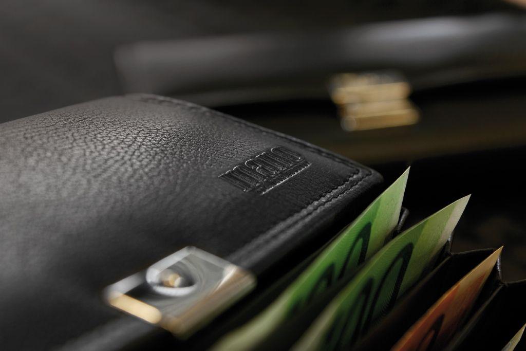 MONETA, lat. Geld: die hochfunktionellen Kellnertaschen von Mano verwahren ihr Geld sicher, übersichtlich und organisiert. Strapa- zierfähige Materialien garantieren eine lange Nutzungsdauer.