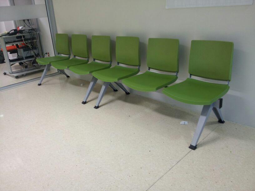 Sala de espera con sillas atenea en color verde for Sillas sala de espera