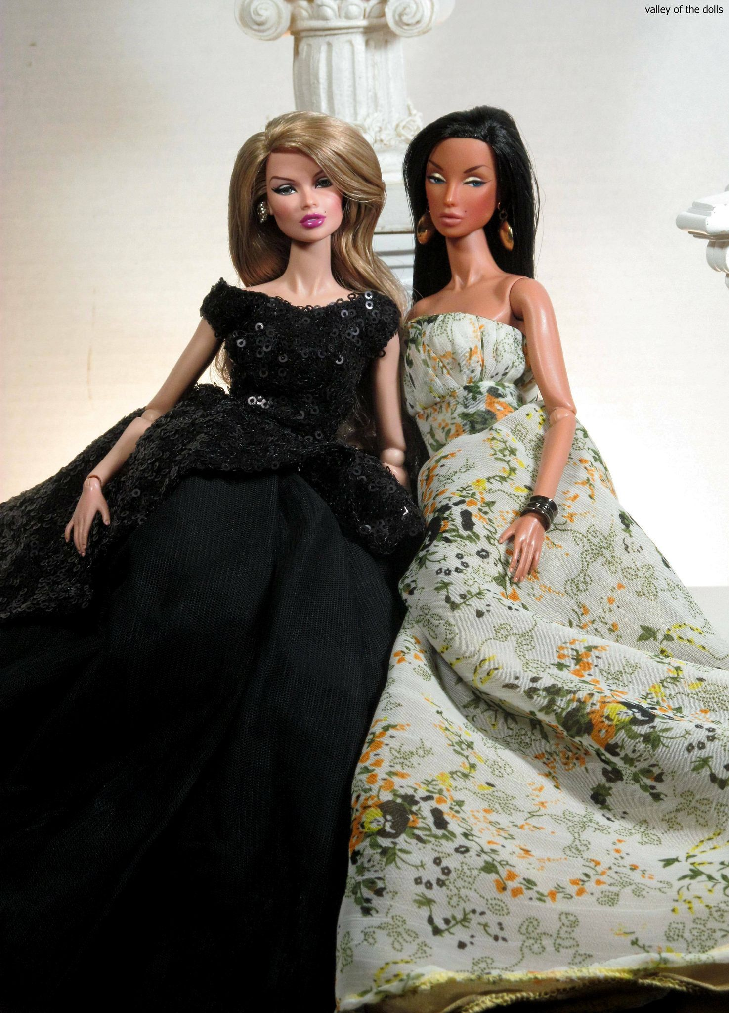 https://flic.kr/p/zHSUr1 | Fashion Day | Discreet and Vanessa are modeling gowns!