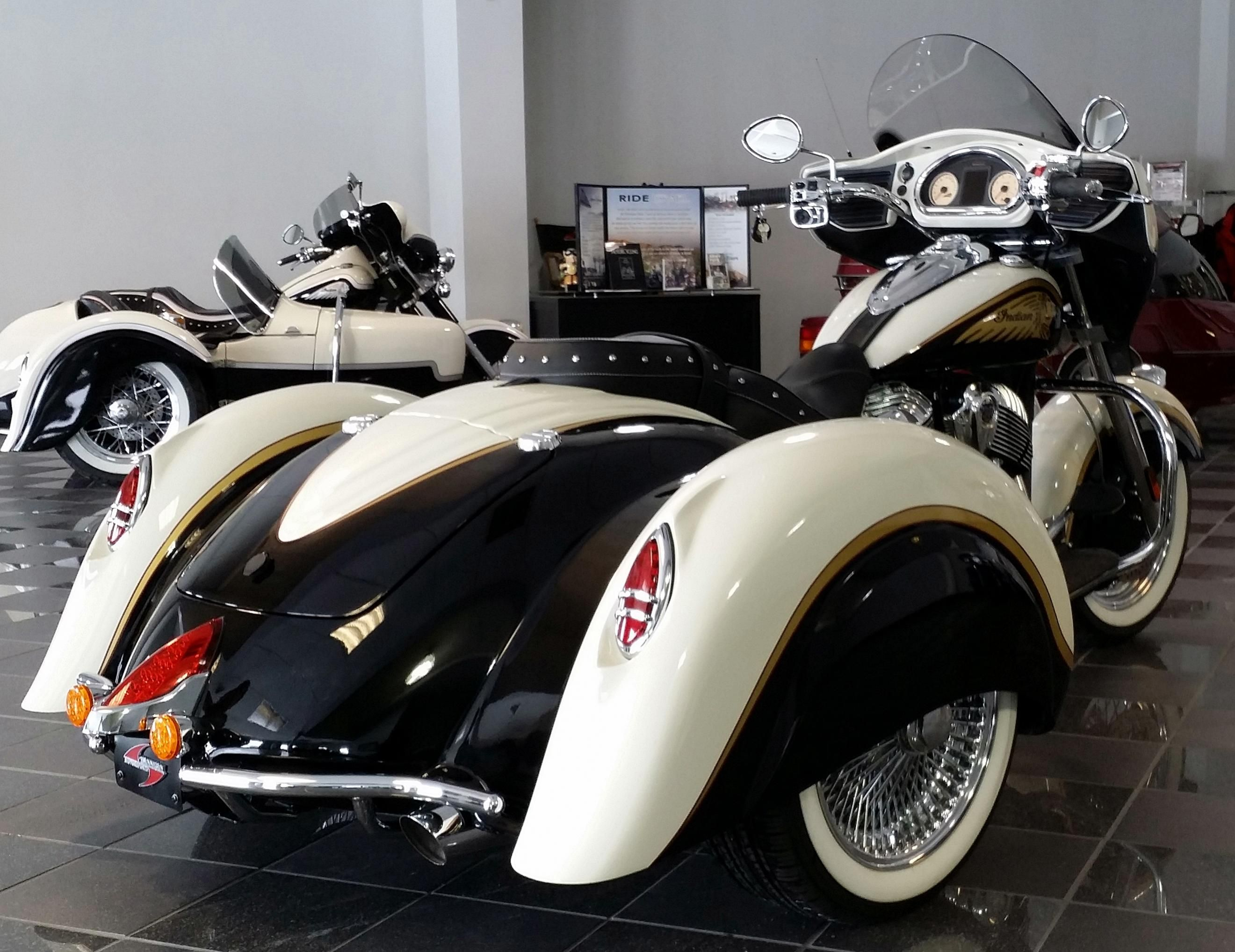 indian trike trikes pinterest moto deux roues and voiture. Black Bedroom Furniture Sets. Home Design Ideas