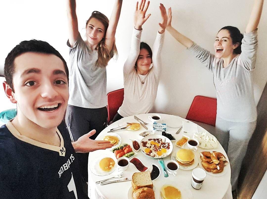 On instagram by kutay_akkoyun #nes #microhobbit (o) http://ift.tt/1P5OAXI #goodmorning #yall #brunch like #breakfast #kahvaltıyapıyorum #kahvaltı #kayfaltı #pancake #çay  #reçel #falan #renk #mutluysak #benonabuona #kurtköyyatısı #yesfilter