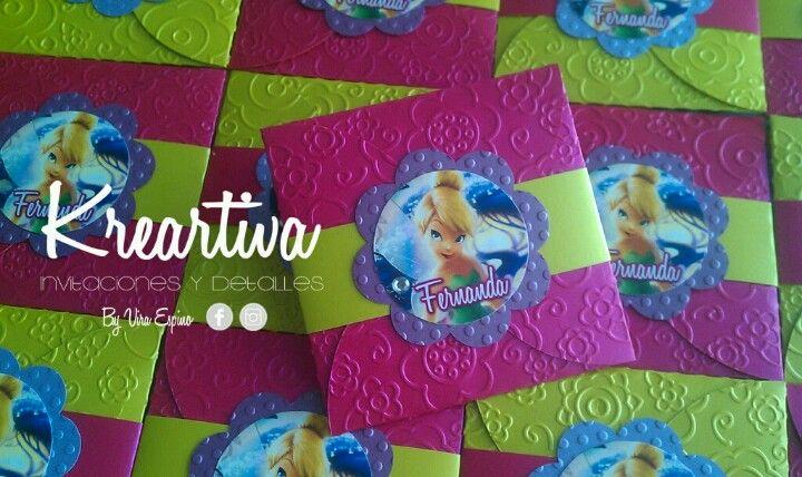 Invitaciones de Thinkerbell cuadradas de sobre, con textura y en combinaciones de colores.   www.facebook.com/kreartiva.viraespino
