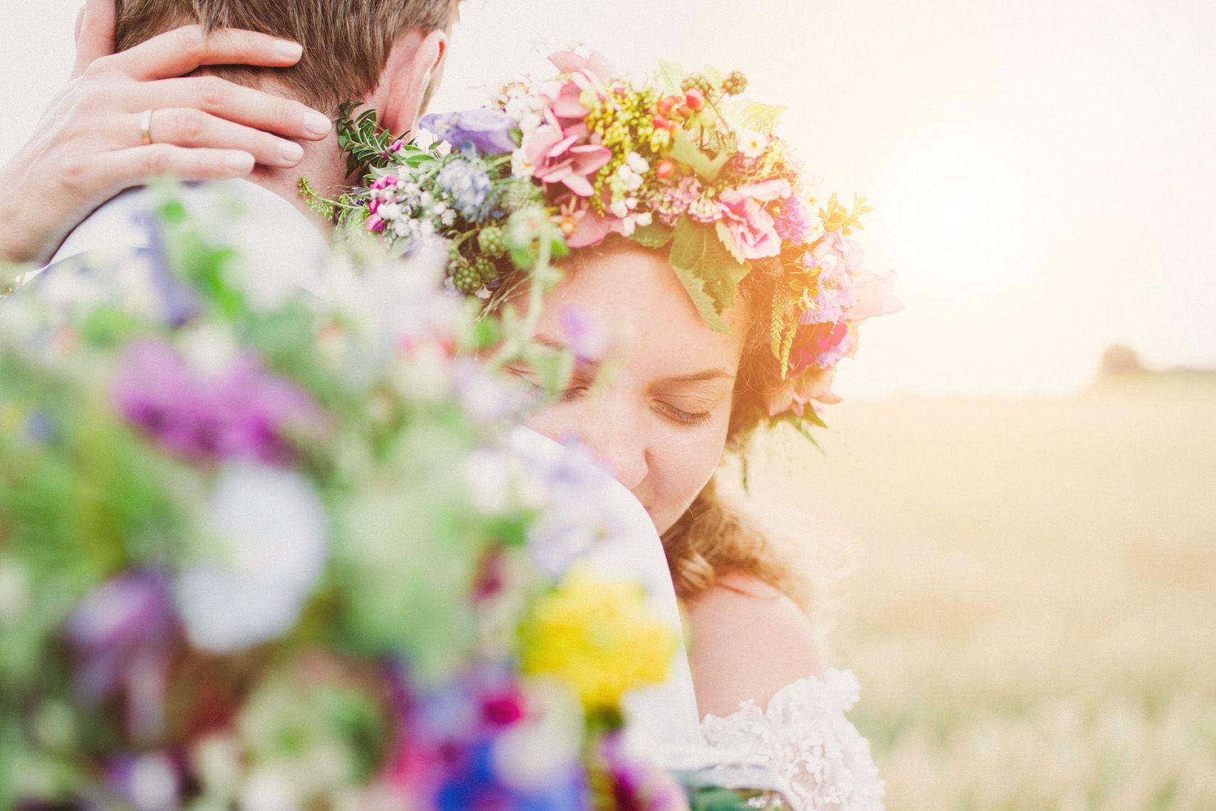 Elegant Barfu Hippie Hochzeit in der alten Scheune bei M nchen diybrautkleid handgemacht handmade
