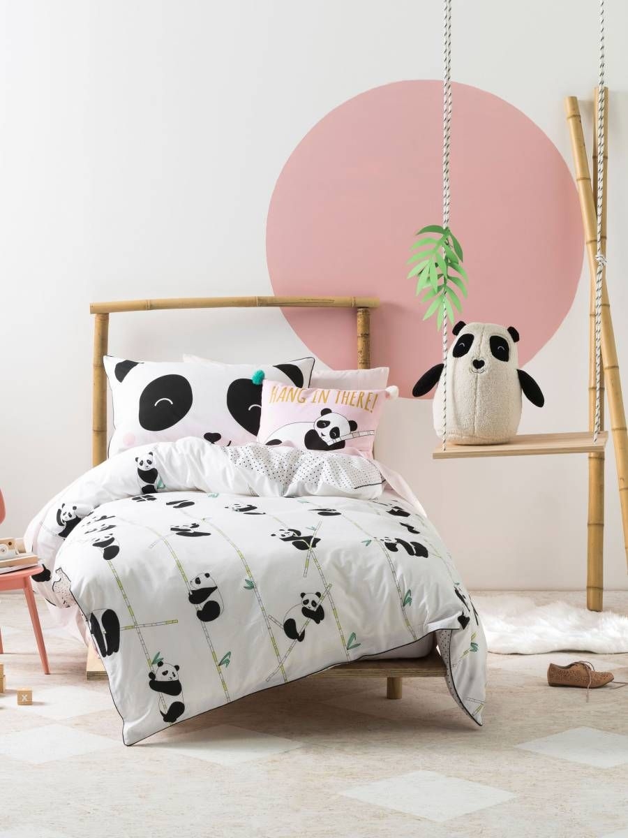 This mega sweet bed linen design features super cuddly