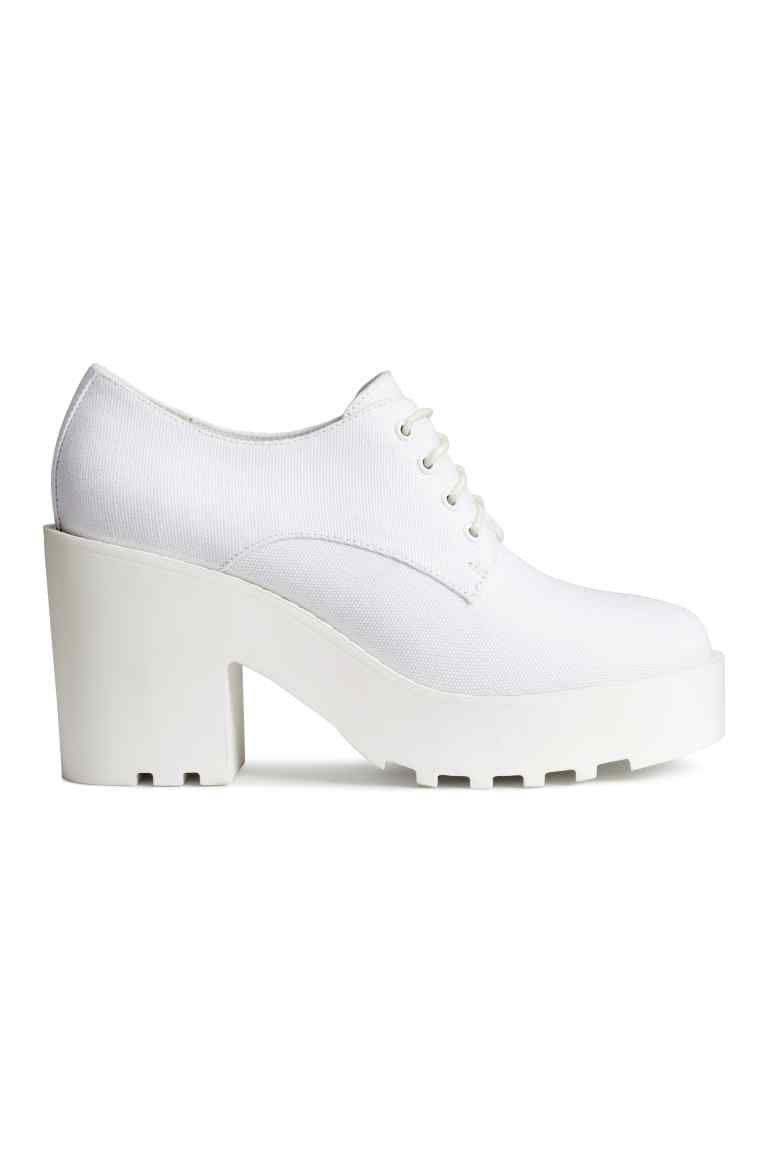 cc5c580e5 Zapatos de plataforma  Zapatos de plataforma con cordones y suelas de goma  gruesas. Plataforma delantera 3