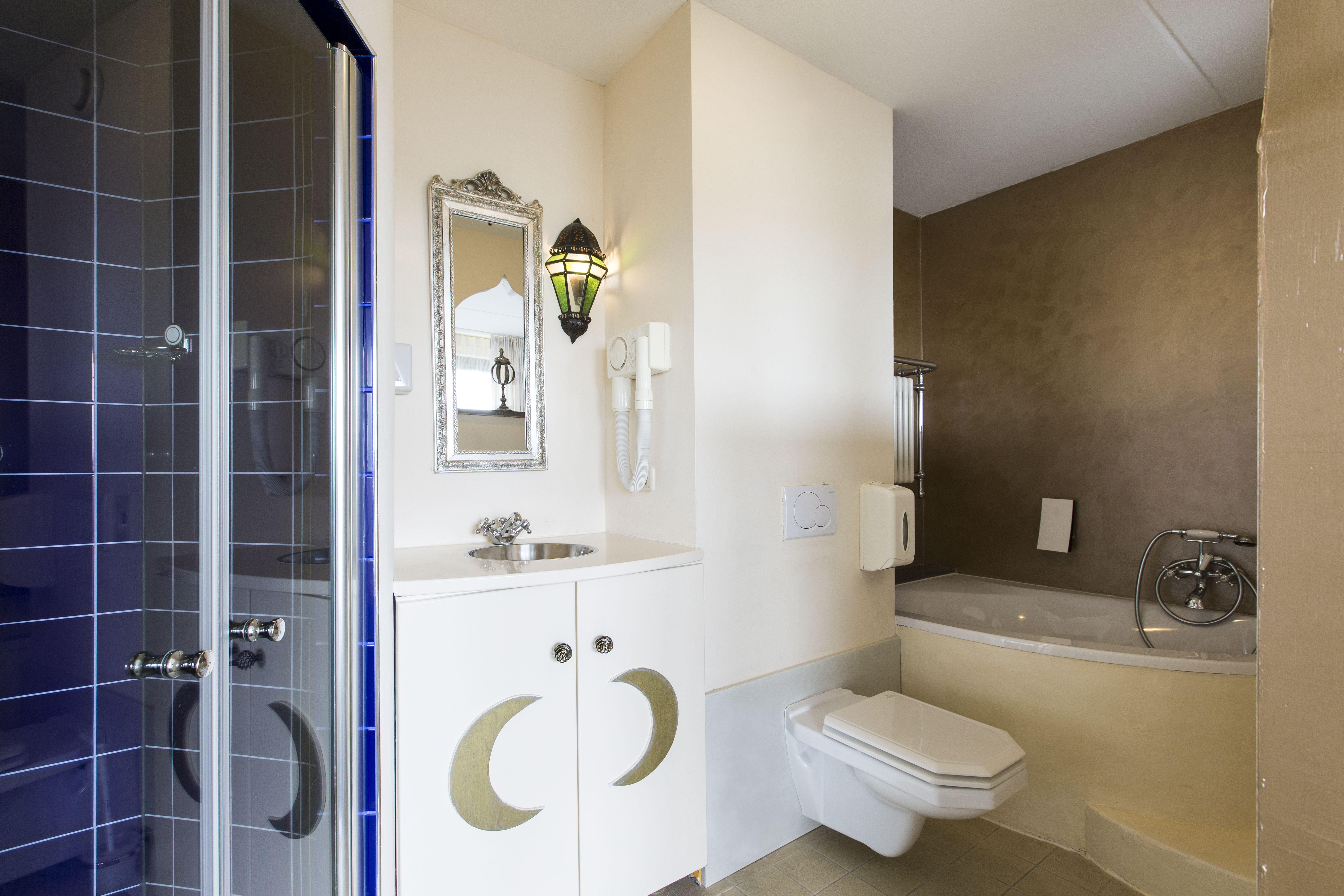 Badkamer Showroom Drenthe : Badkamermeubels emmen bathroom wanda grando keukens bad