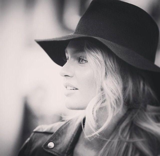 Black hat / Candice Swanepoel