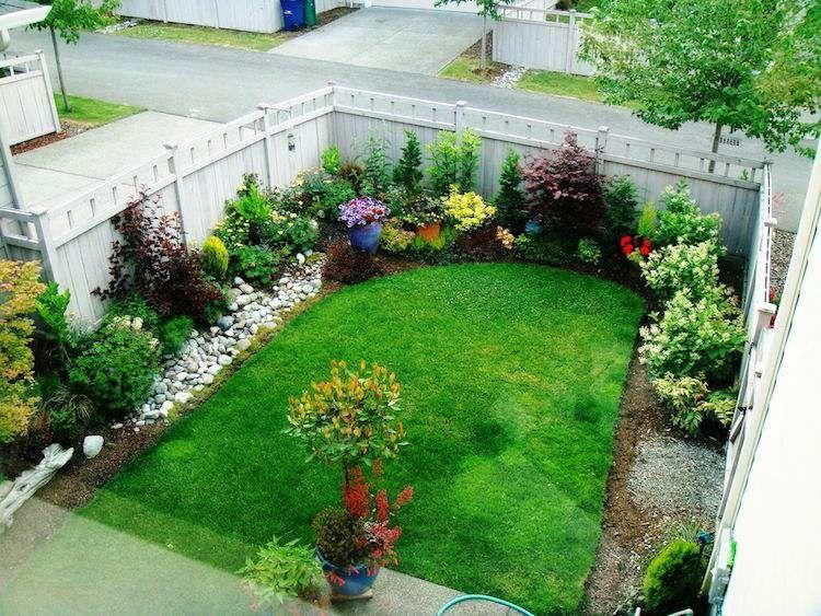 Amenager Petit Jardin Entoure Plantes Fleurs Amenager Petit