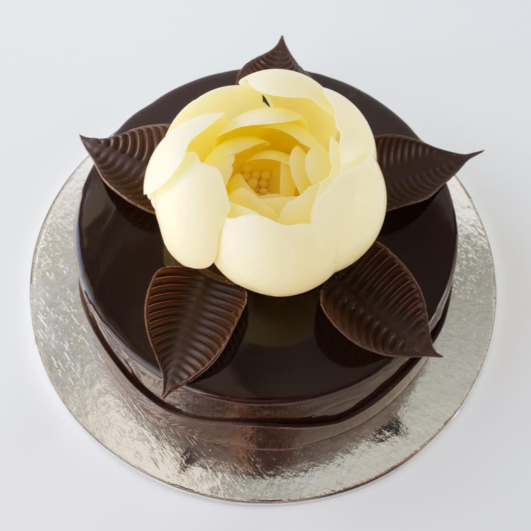 цветы из шоколада для торта фото сейчас, несколько потускнев
