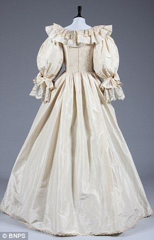 Dianas Back Up Wedding Dress And Shoes Sell For GBP84000 At Auction