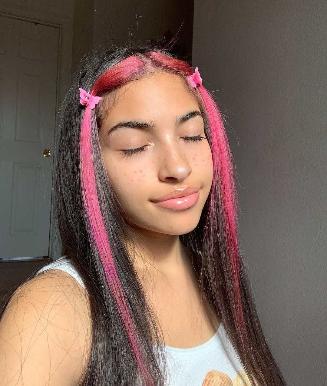 V 3 On Instagram Pink Hair Dont Care Hair Color Streaks Pink Hair Streaks Aesthetic Hair