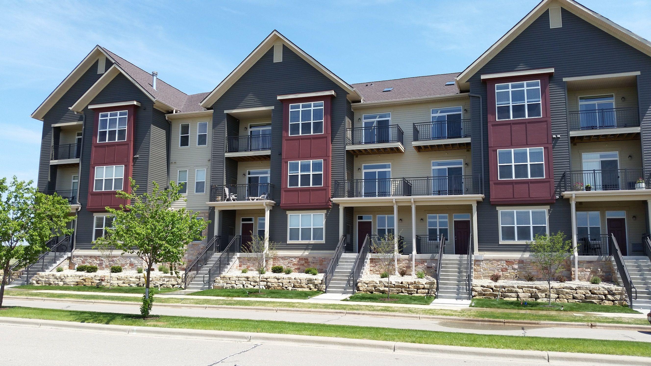 9414 Silicon Prairie Parkway House styles, Apartment