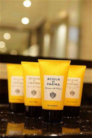 Acqua di Parma hotel toiletries - like they have at La Banane. Love the scent....