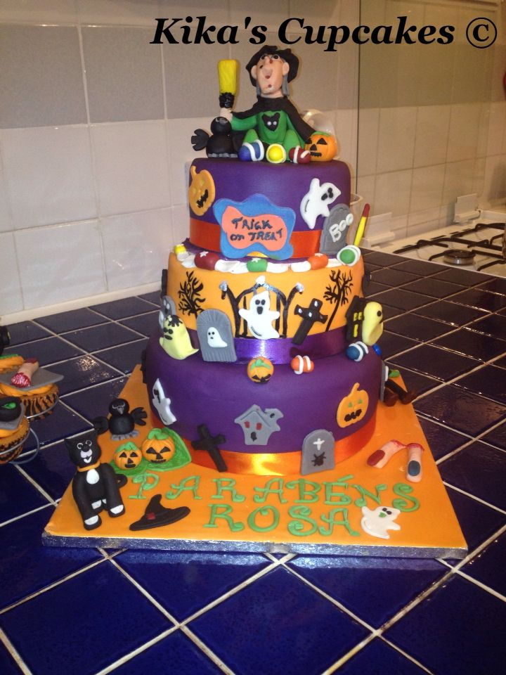 Halloween / Birthday cake Cupcakes and Cakes Pinterest - halloween decorated cakes