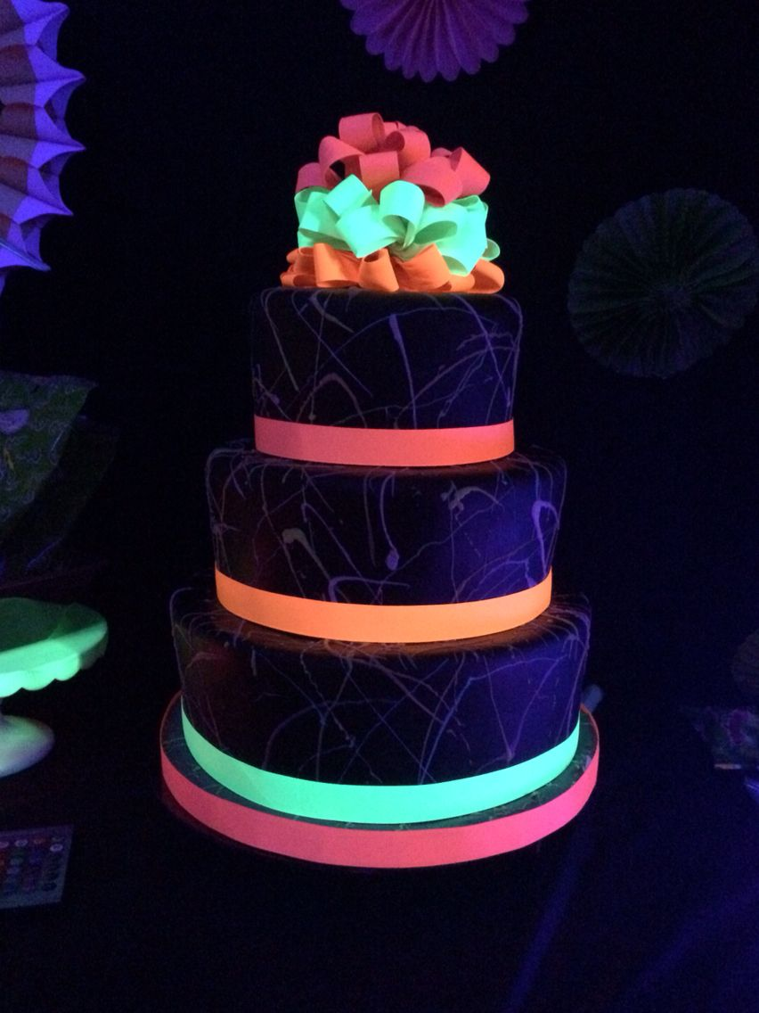 6838b0ab257 Glow in the dark cake