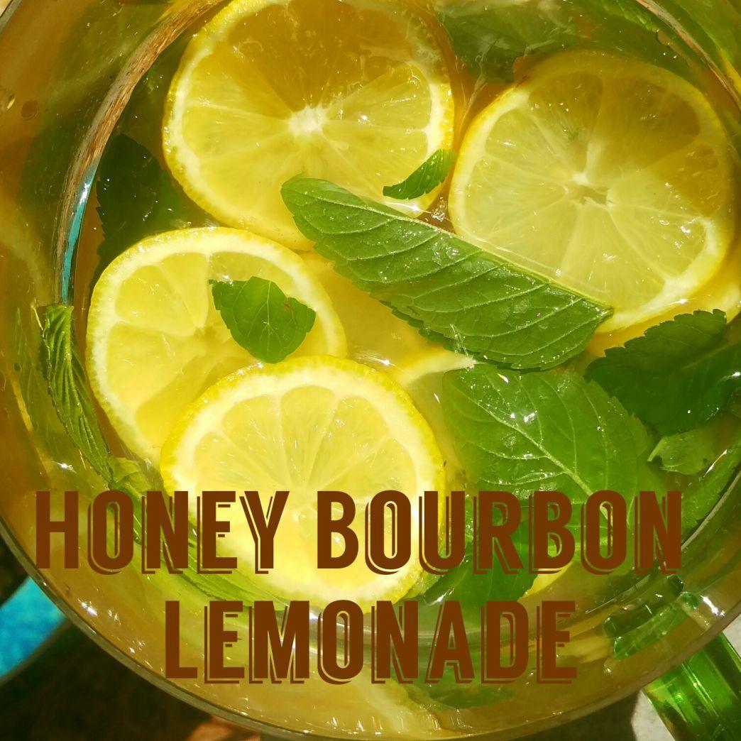 Honey Bourbon Lemonade #lemonadepunch