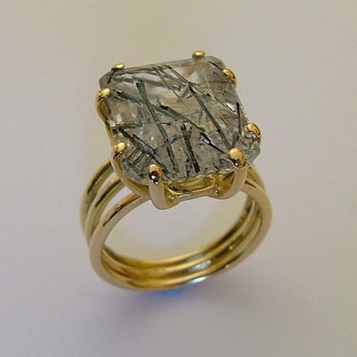 quartz jewelry This simple ring design in 18k yellow gold