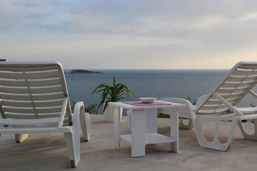 Apartments Nika Mlini Mlini Situated in Mlini, 9 km from Dubrovnik, Apartments Nika Mlini boasts a barbecue and sun terrace. Cavtat is 4.4 km from the property. Free WiFi is offered .  All units are air conditioned and have a flat-screen TV.