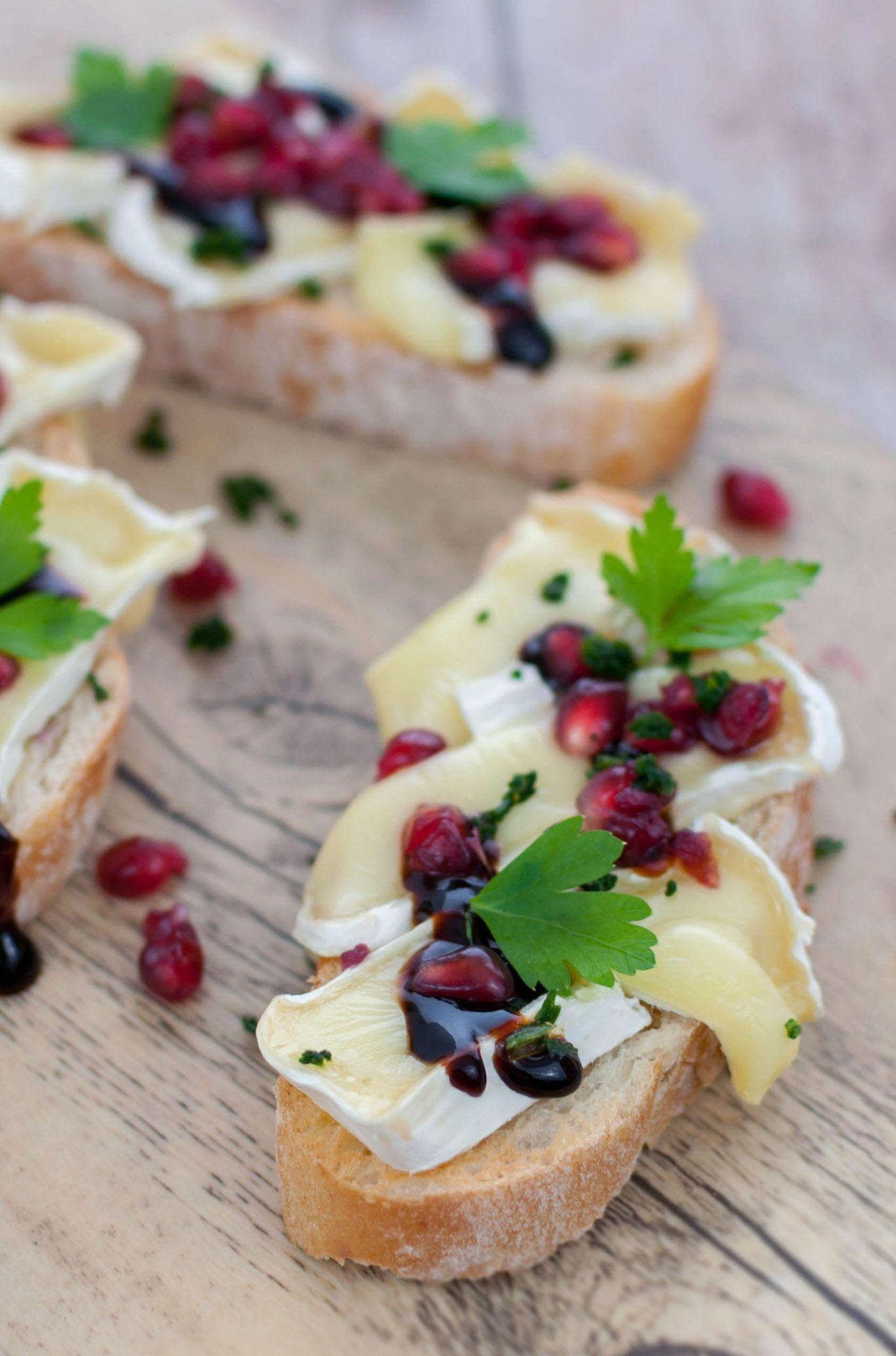 Granatapfel-Camembert-Crostini - Eine kleine Prise Anna
