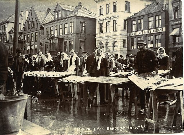 Torghandel på fisketorget i Bergen | by Riksarkivet (National Archives of Norway)