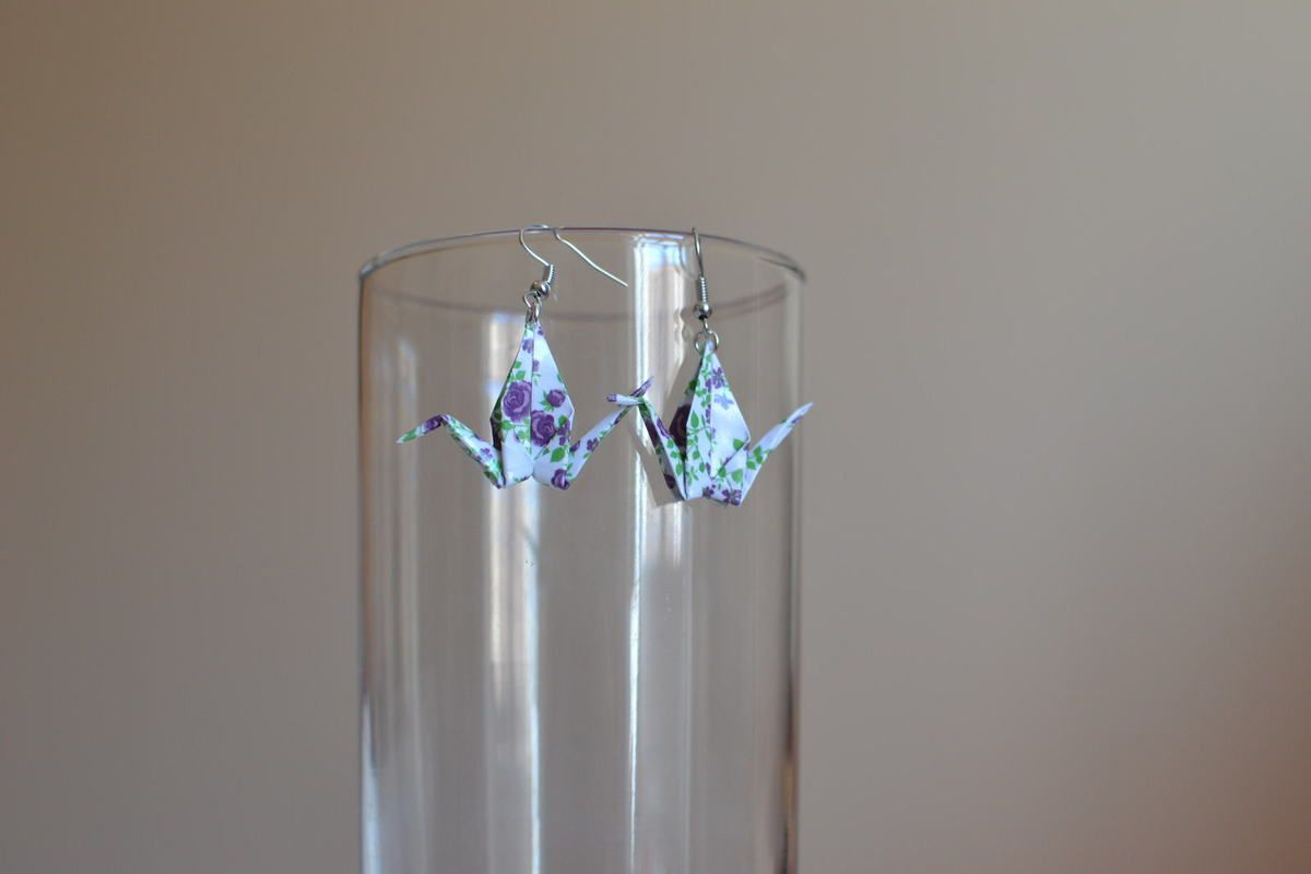 Boucle d'oreilles en Origami : la Grue Prix : 7 euros pièce