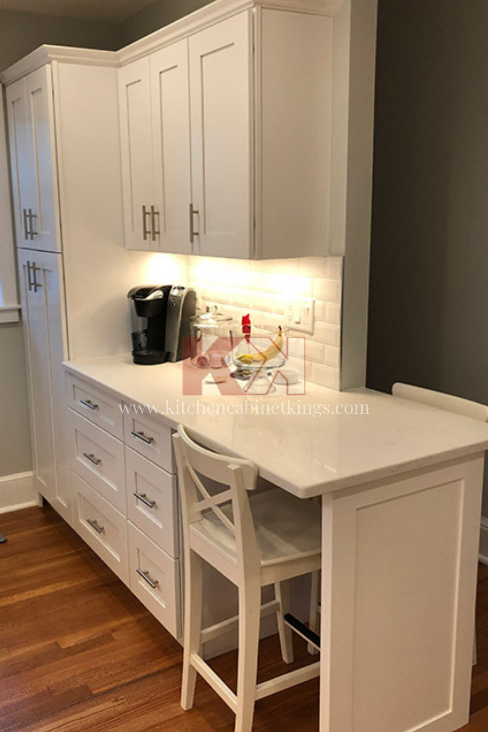 Kitchen Desk With Ice White Shaker Cabinets In 2020 Assembled Kitchen Cabinets Kitchen Cabinet Kings White Shaker Cabinets