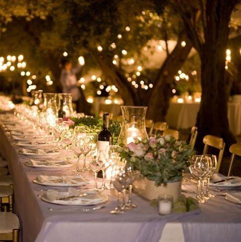 Preciosa mesa vestida estilosa y natural bodas for Decoracion fiesta jardin noche