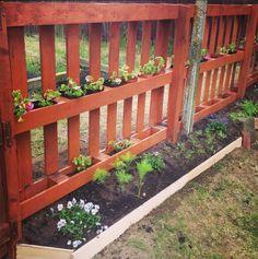 Gartenzaun selber bauen aus Paletten - Ausgefallene DIY Ideen für den Gartenzaun #zaunideen