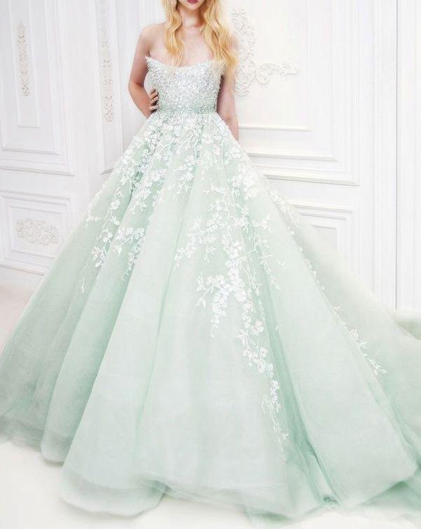 3c74998aec33c 清楚カラーNo.1♡ミントのウェディングドレスで誰でもが憧れる花嫁に♡にて紹介している画像