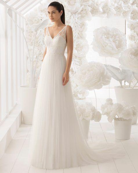 fc72fc7dc Este vestido de línea A tiene como protagonista indiscutible una espalda  abierta de pedrería
