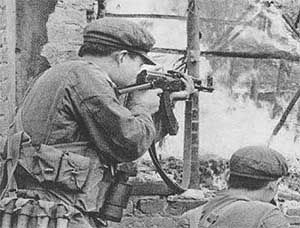 Type 56 1 In The 1979 Sino Vietnam War Note The Mp 38 40 Style Folding Stock Vietnam War People S Liberation Army Vietnam