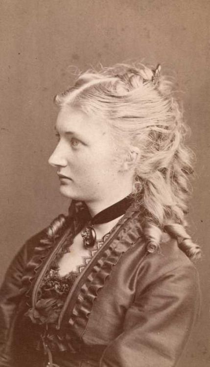 history-of-fashion 1875-1880 norwegian