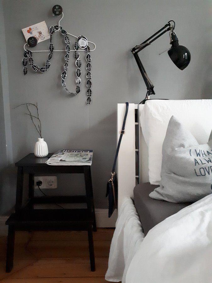 Schlafzimmerblick | SoLebIch.de Foto: Radau_im_Altbau #solebich  #schlafzimmer #einrichten #ideen #wandfarbe #lichterkette #bett  #skandinavisch #wu2026