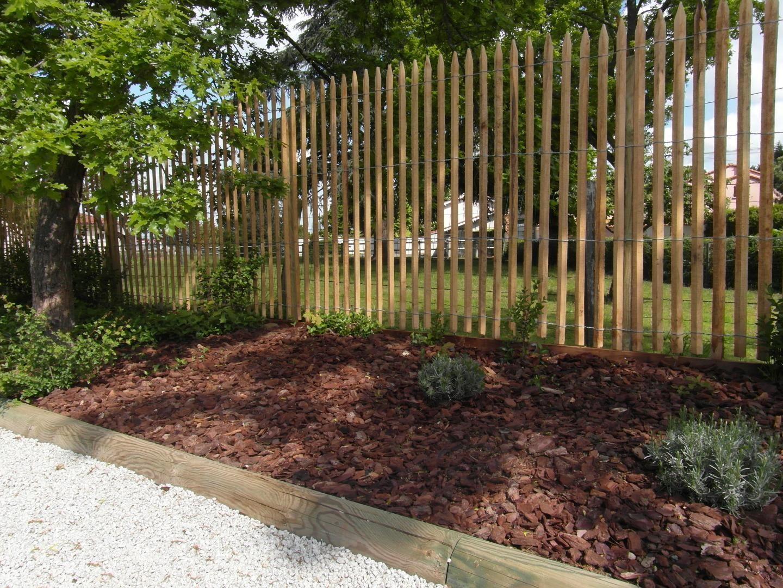 Ganivelle Cloture En Bois De Chataignier Scie En 2020 Cloture Bois Amenagement Jardin Devant Maison Amenagement Jardin