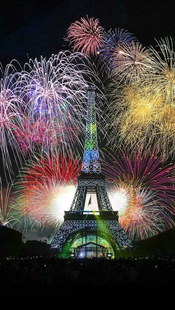 Eiffel Tower New years eve fireworks, Eiffel tower