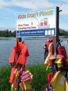 Kids Don T Float So Make Sure They Have A Life Jacket Alaskanhumor Saftey Boat Safety Alaska Kids Float