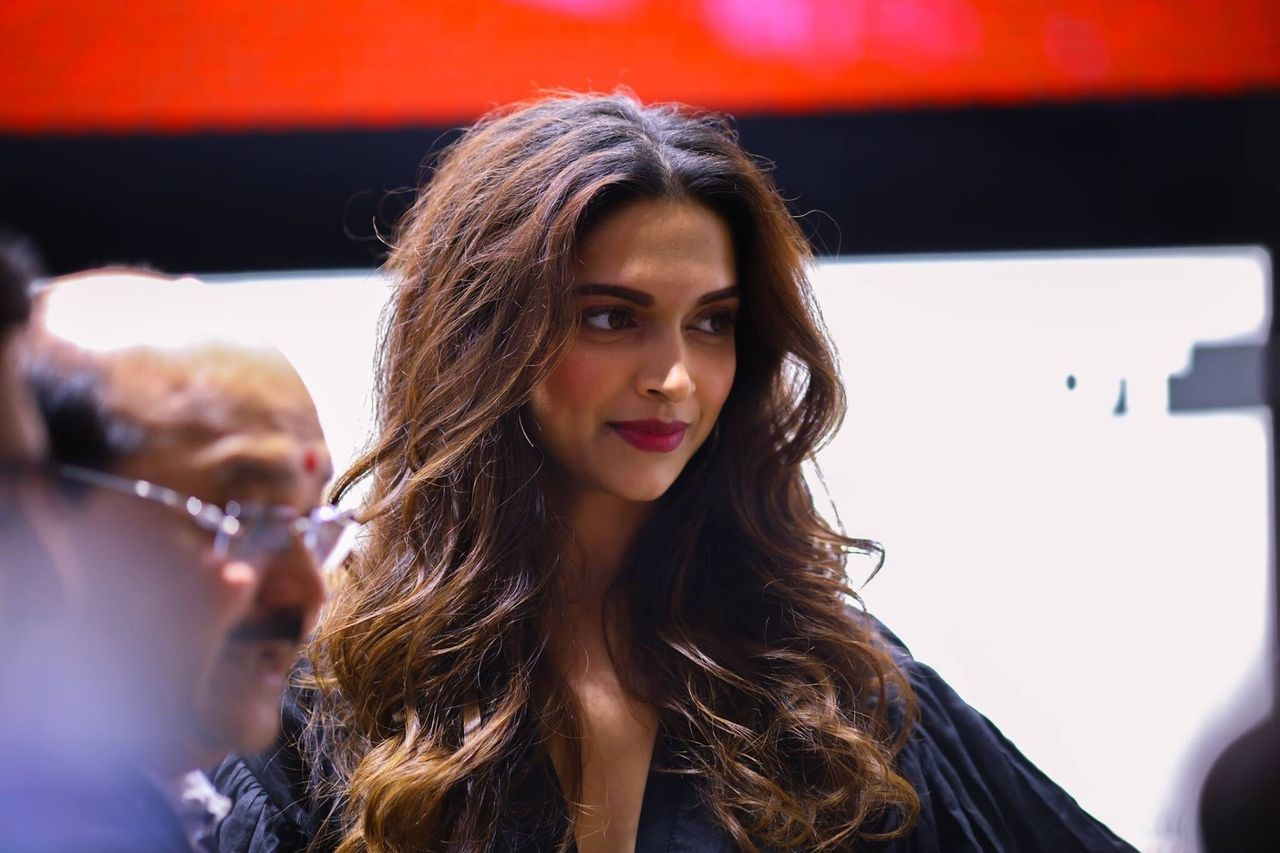 Pin by Piku on Deepika | Long hair styles, Indian film ...