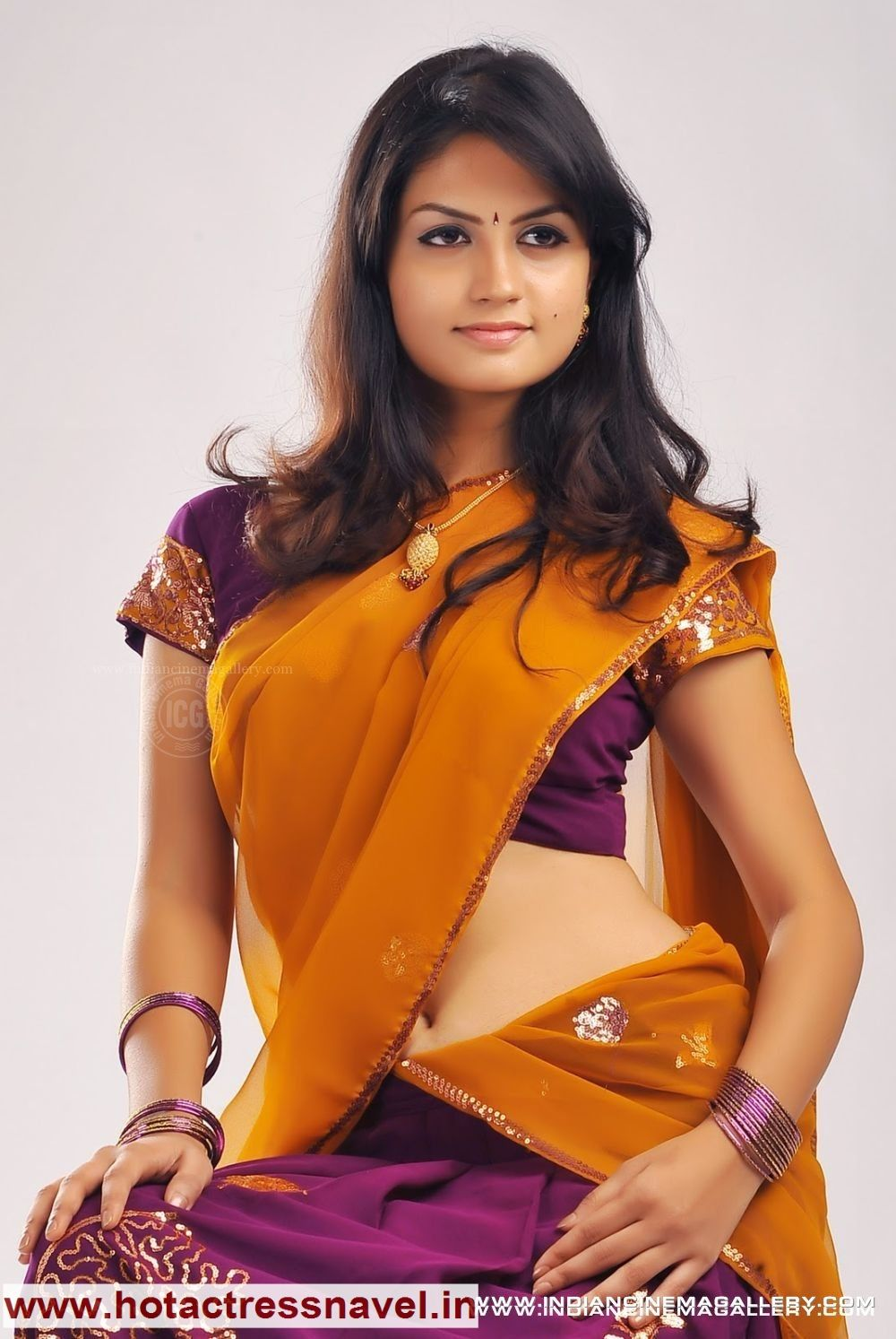 indian actress madhulika hot navel, cleavage, bareback pics in sari