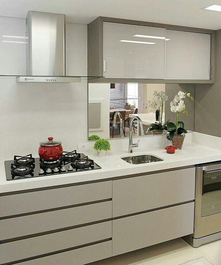 Cozinha compacta com marcenaria clara e silestone branco for Ver cocinas montadas