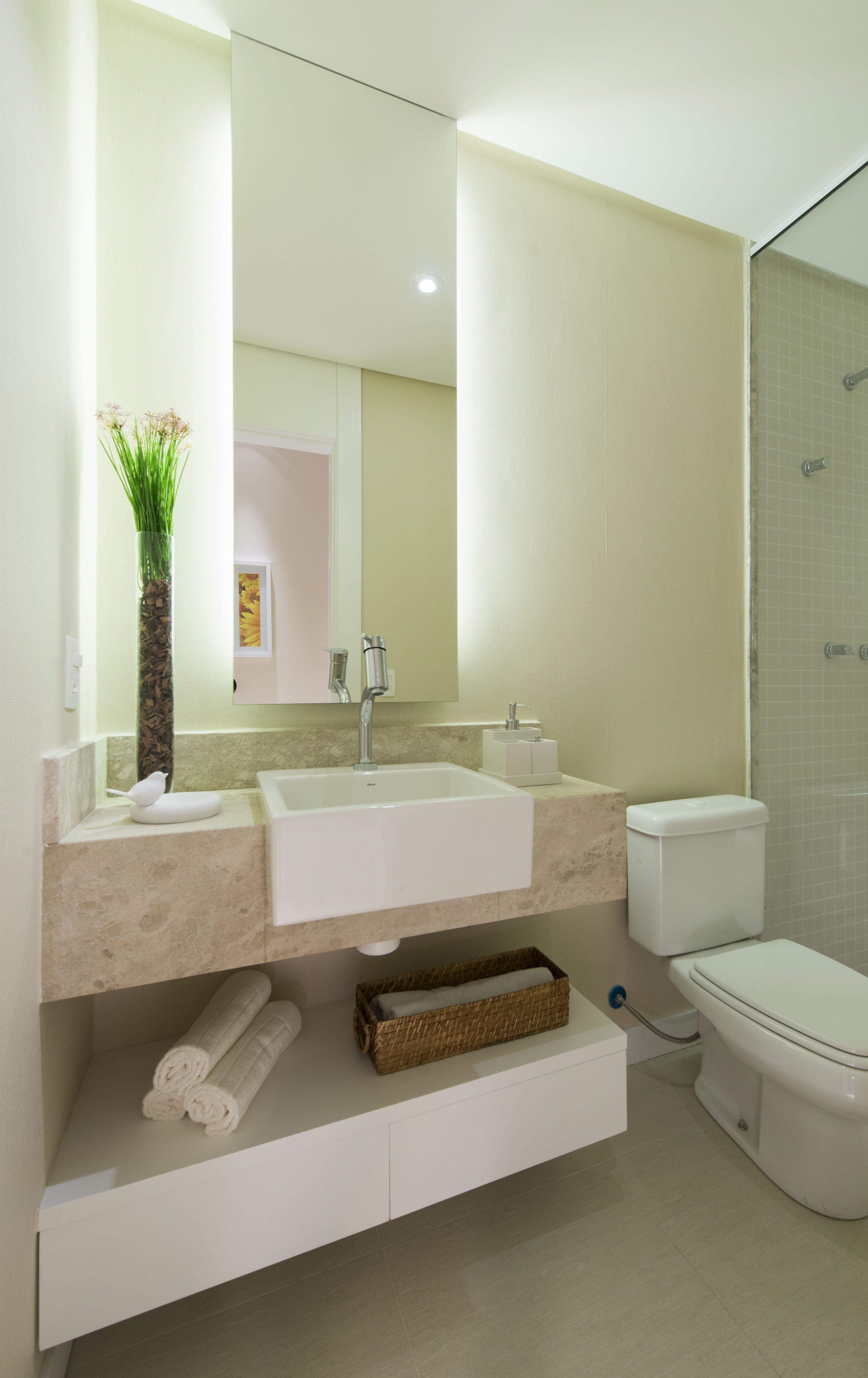 Banheiro decorado do quarto da filha Cyrela  La Plage  Vila VelhaES  Ban -> Banheiro Decorado Quadros