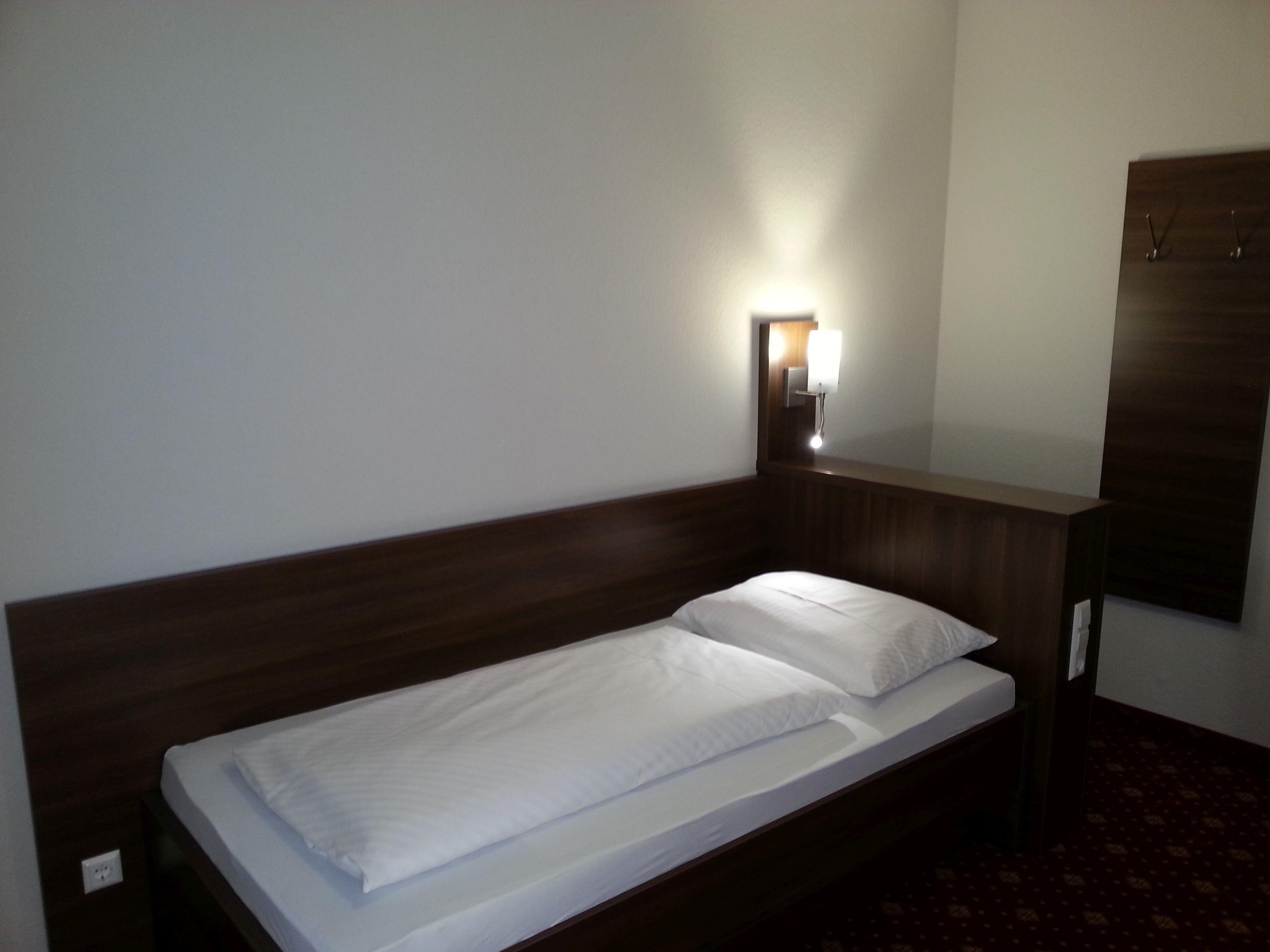 Einzelzimmer mit Dusche/Wc, Fön, Safe, Kabel-TV,, Balkon, Kosmetikspiegel