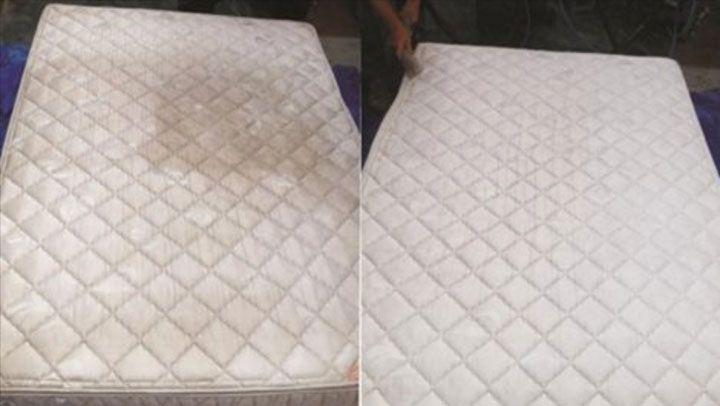 pour nettoyer son matelas il utilise un ingr dient. Black Bedroom Furniture Sets. Home Design Ideas